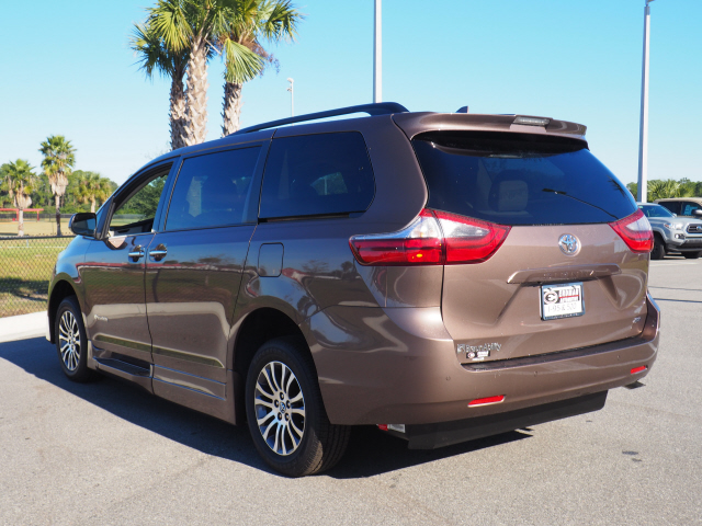 Pre-Owned 2020 Toyota Sienna XLE Braun Ability XL 7 Passenger