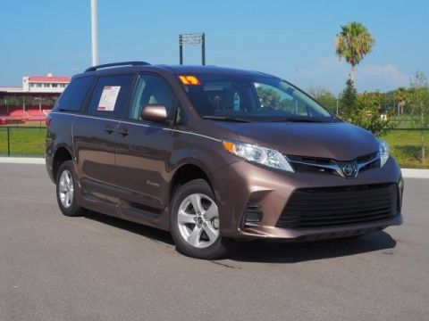 Pre-Owned 2019 Toyota Sienna LE BraunAbility Rampvan XL 8 Passen